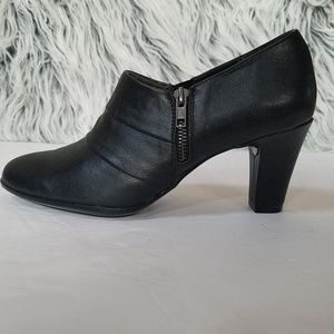 AEROSOLES Heelrest Black Ankle Booties Size 10
